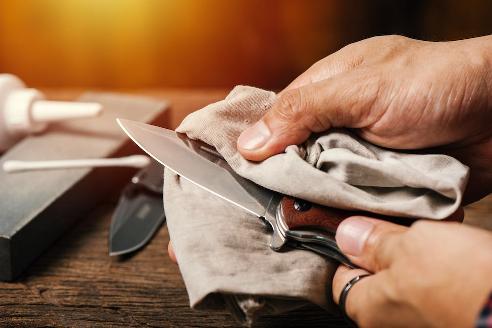 Limpiar cuchillo de forja